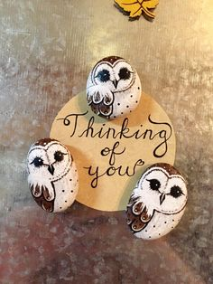 Some barn owl painted rock magnets. Painted Rocks Owls, Owl Rocks, Painted Rock Animals, Rock Painting Patterns, Rock Painting Ideas Easy, Rock Painting Designs, Stone Art Painting, Pebble Painting, Pebble Art