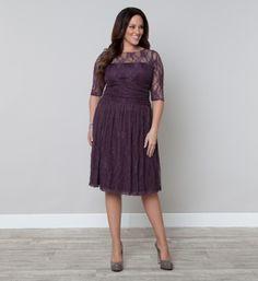 pretty dress for curvy mamas!