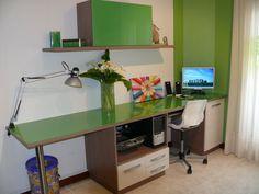 Dormitorio juvenil realizado a medida con espacios diferenciados de descanso y estudio. #dormitorio #diseñodemuebles #mobiliario