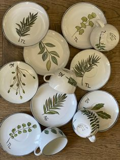 Flower Pot Art, Flower Pots, Painted Pots, Hand Painted, Color Me Mine, Pottery Handbuilding, Clay Paint, Pottery Designs, Dinner Sets