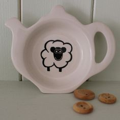 Handmade from start to finish in the UK, this delightful tea bag rest features a fun sheep design. Glass Butterfly, Gifts Under 10, Sheep, Tea Pots, Decorative Plates, Bag Holders, Projects To Try, Ceramics, Tableware