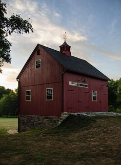 Country Carpenters makes sure that we leave all of our customers happy if we provided them with our country barn building services, a New England style shed, or one of our precut shed kits. Pole Barn House Plans, Barn Garage, Pole Barn Homes, Barn Plans, Shed Plans, Garage Plans, Garage Exterior, Pole Barns, Garage Ideas