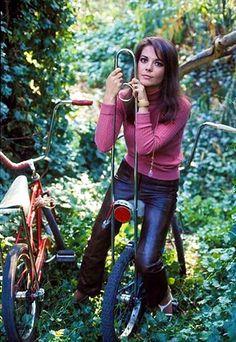 Natalie Wood has a bitchin' sissy bar on her bike.