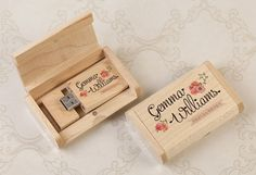 Lovely wooden USB Stick presented in a printed wooden USB Gift Box - fantastic way to present the happy couple with their photos. Wooden Gift Boxes, Wooden Gifts, Usb Packaging, Packaging Ideas, Packaging Design, Photographer Packaging, Usb Box, Print Box, Photo Packages