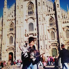 Good morning! #buongiorno #plaza #piazzaduomo #duomo #duomodimilano #italy #italia #palomas #manos #milan #travelgram #instatraveling #milanodavedere by silarimiri