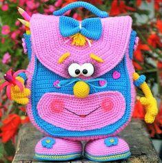 Que tal aprender a fazer esse e mais 1000 novos modelos de Amigurumi? Crochet Diy, Crochet Amigurumi, Crochet Girls, Crochet Hats, Crochet Backpack, Backpack Pattern, Crochet Handbags, Crochet Purses, Handmade Kids Bags
