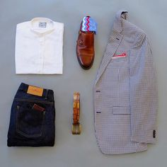 Business casual Friday with my second attempt at a band collar shirt. In my opinion this type of collar is perfect for scorching hot days like it's been this week! I've been looking forward to this day all week so I'm glad I've made it! Shirt: @oldcaptainco Raw Denim: @loyalcollective Wallet: @makkerclothing Double Monk Strap Shoes: @martindingman Belt: @mooreandgiles Socks: @thesouthernscholar Pocket Square: @otaa.australia Blazer: @tommyhilfiger…