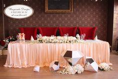 кристаллы  в свадьбе хорошо сочитаются с живыми цветами