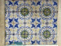 Azulejo em uma parede no comércio - Belém/PA. Foto: Greyce Sousa Guerra.