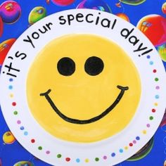 """Verjaardagen - DIY Speciaal bord voor een special dag - """"Special Day"""" Plate to use on kid's birthdays and other big days - Crazy Little Projects Fun Crafts For Kids, Crafts To Do, Candy Birthday Cakes, Birthday Traditions, Birthday Plate, Paint Your Own Pottery, Diy Party, Party Ideas, Homemade Gifts"""