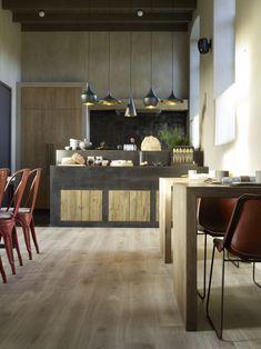 New home bar elegant floors Ideas Traditional Dining Rooms, Modern Traditional, Berry Alloc, Bathroom Glass Wall, Small Apartment Closet, Oak Laminate Flooring, Home Improvement Loans, Trendy Home, Rustic Interiors