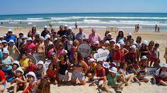 Unos 200 niños aprenden a respetar las playas en Bellreguard