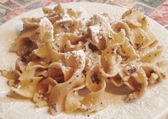 Hungarian sweet noodle dessert - haven't had this since I was a kid! Hungarian Desserts, Hungarian Cuisine, Hungarian Recipes, Hungarian Food, Healthy Holiday Recipes, Great Recipes, Pasta With Walnuts, Slovak Recipes, Eastern European Recipes