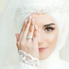 "228 Likes, 1 Comments - Hijab Wedding 4u (@hijabwedding4u) on Instagram: ""Photo by @esra.nalbantoglu"""
