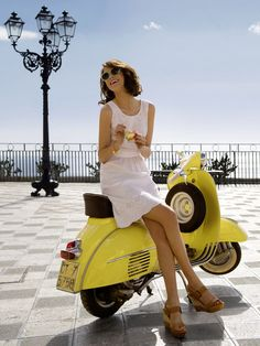 love the lemon colored vespa