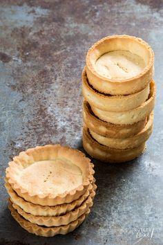 Tartelette bodems bakken – basisrecept Mini Desserts, Sweet Desserts, No Bake Desserts, Delicious Desserts, Yummy Food, Dutch Recipes, Sweet Recipes, Baking Recipes, Cake Recipes