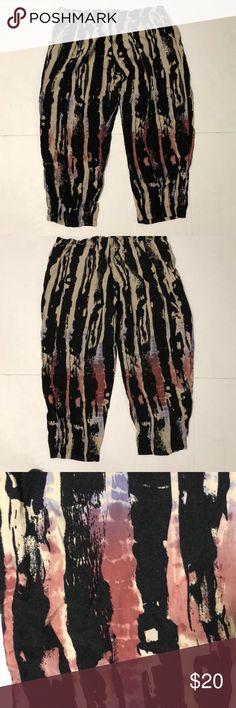 "Mimi Chica ( Nordstrom )Cropped Harem Pants Mimi Chica Print Harem Pants • Cropped .• Inseam is 20""• 100 % Rayon Mimi Chica Pants Capris"