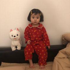 일찍자긴글럿다👻 요 잠옷 궁금해 하셔서 내일 하루 주문 받을게요 원단 넉넉하게 있는지 알아보고 내일 오후부터 오더 받을게요♥️ Cute Asian Babies, Korean Babies, Cute Babies, Baby Tumblr, Cute Baby Girl Pictures, Ulzzang Kids, Cartoons Love, Dad Baby, Anime Music Videos