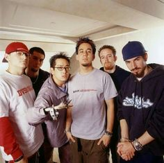 Linkin Park - what's with Joe's hand/claw? Chester Bennington, Charles Bennington, Linkin Park 2000, Linkin Park Chester, Linking Park, Nu Metal, Heavy Metal, Mike Shinoda, Music Like