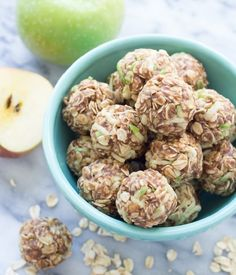 These Apple Cinnamon Cookie Energy Bites are a healthy snack that's easy to make. Filled with oats, flaxseed, almond butter, and fresh apple! (Dana didn't love it d/t almond butter) Cinnamon Cookies, Cinnamon Apples, Apple Cookies, Cinnamon Oatmeal, Cinnamon Butter, Oatmeal Cookies, Healthy Treats, Healthy Recipes, Healthy Breakfasts