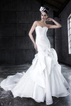 Il tuo desiderio è un abito a Sirena? Ti presentiamo ALYA, della collezione Egò di @Valentinispose . Abito da sposa a sirena realizzato con vari tipo di organze e sete. Il vestito è impreziosito con un tessuto a righe in organza in raso. Non è bellissimo?  #wedding #dress #dresses #bride #egò #grazianavalentini #abitodasposa #repost #designer #sposa #weddingday #bride #instawedding  #weddingstyle  #luxurywedding #bridetobe #italy #italianbride