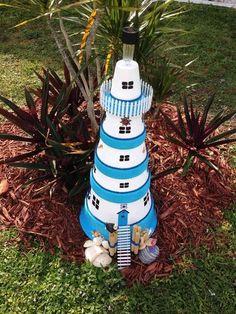 Leuchtturm für den Garten in Blau und Weiß selber bauen