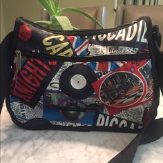 London's Calling!! Le Sportsac medium hobo. EUC Fun purse in excellent condition! Used it once. This lightweight purse is excellent for traveling and just tooling around town. You'll love it! LeSportsac Bags Hobos