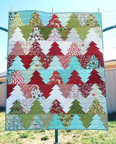 Love this Quilt Pattern! Create a zigzag path through the pine trees with this jelly roll friendly quilt. Made up in Christmas fabrics, it's a great quilt for the festive season, but why not try something different Christmas Sewing, Christmas Fabric, Christmas Quilting, Christmas Colors, Strip Quilts, Quilt Blocks, Easy Quilts, Diy Craft Projects, Quilting Projects