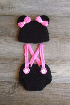 Mickey Mouse Inspired Diaper Cover & Hat Set por KreativeKroshay