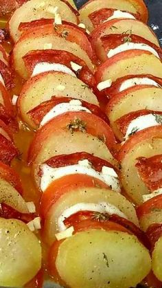tian de pommes de terre-tomates-chorizo-mozzarella Related Long Sleeve Lace Wedding Dresses Ideas Couture Wedding Dresses Fall 20 Minute Yoga Routine Every Beginner Needs + Free PDF The perfect 20 minute. Healthy Chicken Recipes, Rice Recipes, Meat Recipes, Vegetarian Recipes, Cooking Recipes, Cooking Food, Chorizo, Mozzarella, Batatas Hasselback