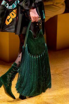 Zimmermann at New York Fashion Week Fall 2020 - Details Runway Photos accessories runway Zimmermann at New York Fashion Week Fall 2020 Best Handbags, Fashion Handbags, Fashion Bags, Women's Handbags, New York Fashion, Fashion Week, Fall Fashion, Leather Accessories, Fashion Accessories
