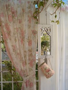 rose inspired.  from inspirationlane:Garden glimpse (by Adèline's Armoire