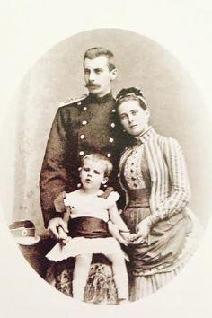 Príncipe Felix e a princesa Zenaida Yusopov com seu filho mais velho, Nicholas.