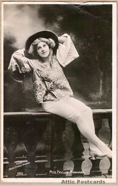 Postcard of Edwardian actress, singer and dancer Phyllis Monkman. Photo by Dover Street Studios. (Printed in Berlin, but the 'Berlin' has been scratched out on this card, no doubt due to the war.)