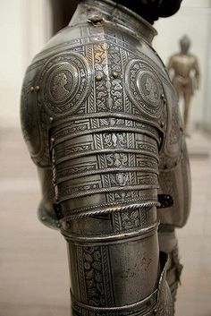 Infantry armour - right pauldron | Italy, 1571. | T. Hoog | Flickr