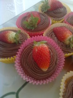 Cupcake morango e chocolate