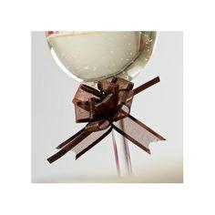 Ces adorables mini noeuds en organdi s'accrochent partout ! : ils accessoirisent les verres, deviennent de délicats ronds de serviette, ornent vos contenants à dragées ou agrémentent tout simplement votre décoration de table.