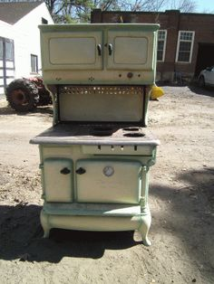 Glenwood Gold Medal- Just in, a Glenwood Gold medal and we have another like it in the parts yard. We can put the two together and have a fine Glenwood Goldmedal that can run on any type of gas you want plus wood or coal as well. These were very highend stoves back in the early 1930's and are still fine ranges today. This, since it has gas works will be sent to our gas restoration specialists for restoration.