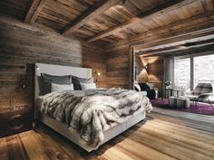 The special ambiance of well-being makes the suite Streif a haven for pleasurable rest and relaxation.  #hahnenkamm #hahnenkammlodge #kitzbühellodge #lodge #luxurychalets #luxurylodge