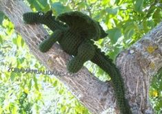 Amigurumi Dragón - Patrón Gratis en Español aqui: http://www.zonamanualidades.com/2010/10/06/dragon-de-amigurumi/