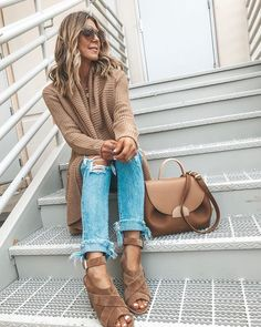 Best Fall Fashion cozy outfit idea to try this fall : knit cardigan bag sandals rips . Sweater Outfits, Cute Outfits, Simple Outfits, Work Outfits, Autumn Fashion Grunge, Winter Fashion, Fall Fashion Outfits, Fashion Trends, Fall Fashions