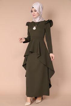 Muslim Fashion, Modest Fashion, Hijab Fashion, Fashion Dresses, Hijab Style, Abaya Designs, Elegant Dresses For Women, Dress Clothes For Women, Fashion Blogger Style