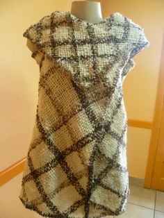 different ideas for weaving and piecing - great examples! Pin Weaving, Loom Weaving, Weaving Techniques, Couture, Shawl, Short Sleeve Dresses, Wool, Fabric, Clothes