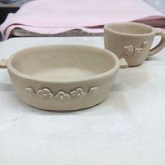 新しい粘土  粘土がかわるかもしれなくその新しい粘土で試作品  オーバル型の小さな器と小さなカップ オーバル型が可愛く出来そうなので販売用にも作ろっと  #陶小物#陶#nonojiko#磁器#陶器 #器#小さな器#オーバル#カップ #試作品#粘土