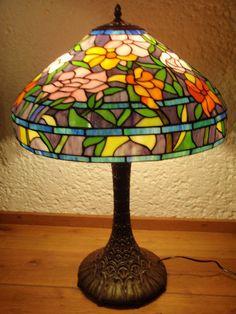 Catawiki pagina online de subastas Zeer grote Tiffany-stijl schemerlamp met 2 lichtpunten en decor van rozen