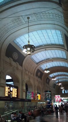Milan Central Station – Stazione Centrale Milano Trains, Shopping and a Little History High speed European trains as well as local trains come and go to…