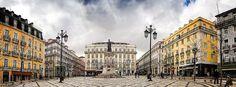 Praça de Luís de Camões – Lisboa (Portugal).  A Praça de Luís de Camões, coloquialmente Praça Luís de Camões ou Largo de Camões, localiza-se no Bairro Alto, na freguesia da Misericórdia, em Lisboa.