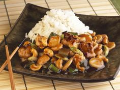 Asian chicken pan with cashew nuts- Asiatische Hähnchenpfanne mit Cashewnüssen Asian chicken pan with cashew nuts is a recipe with fresh ingredients from the chicken category. Try this and other recipes from EAT SMARTER! Healthy Chicken Recipes, Meat Recipes, Asian Recipes, Mexican Food Recipes, Healthy Eating Tips, Healthy Nutrition, Asian Chicken, Cashew Chicken, Glazed Chicken