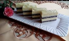 Krémes mákos szelet Vanilla Cake, Camembert Cheese, Mousse, Sweets, Recipes, Gifts, Food, English, Poppy