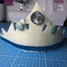 Kostenlose Anleitung für eine zauberhafte Krone aus Filz - Prinzessin, Elsa, Eiskönigin, Verkleiden, Karneval, Fasching, Geburtstag, Rollenspiele...